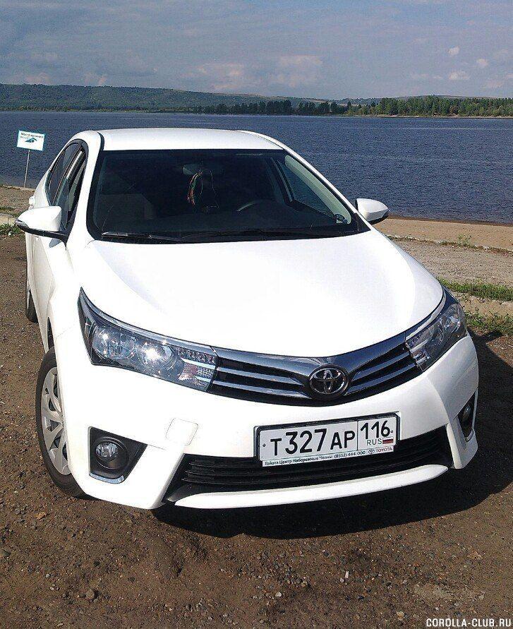 Toyota Corolla белого цвета
