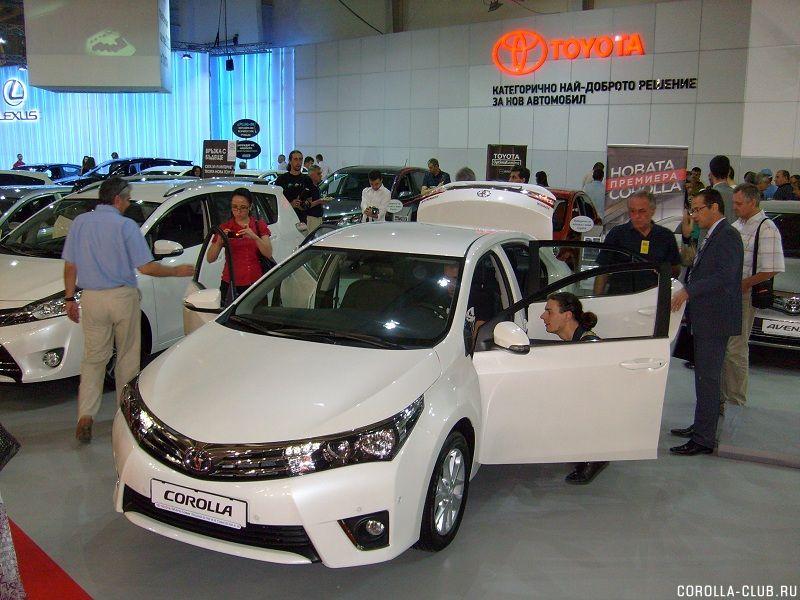 вид спереди Corolla 2013