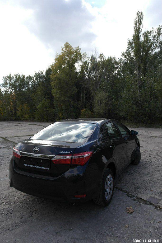Toyota Corolla 2014 черный металлик