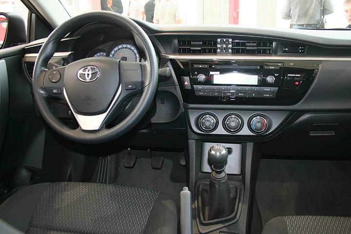 Тойота Королла новая панель приборов