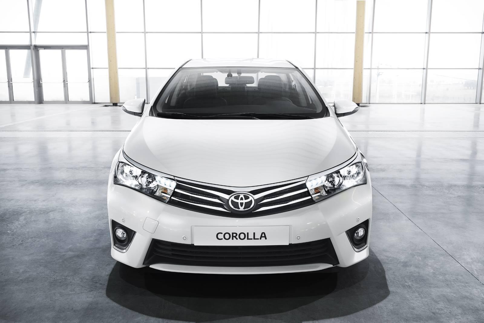 Тойота Королла новая левый фонарь