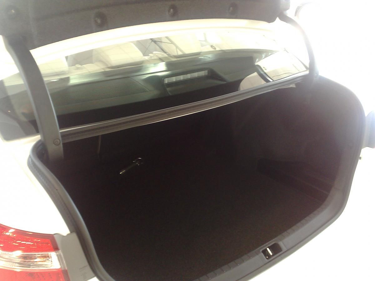 Toyota Corolla 2014 петли багажника