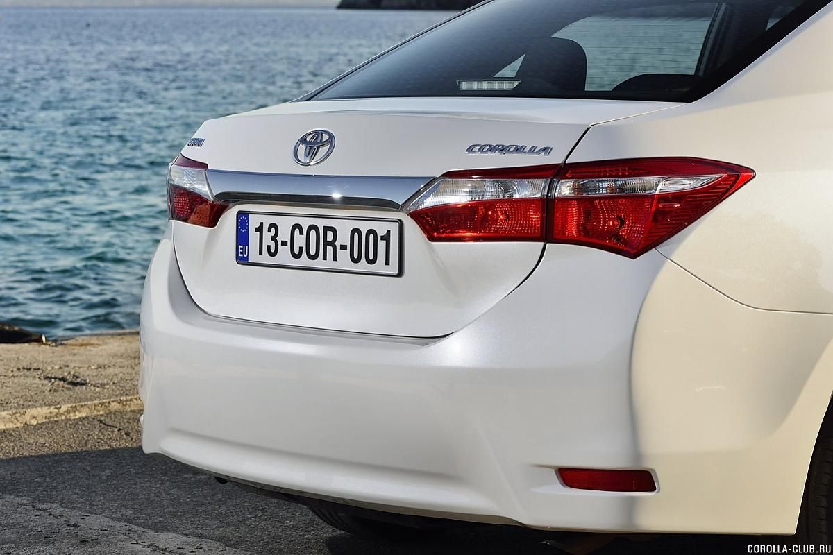 Toyota Corolla задний бампер