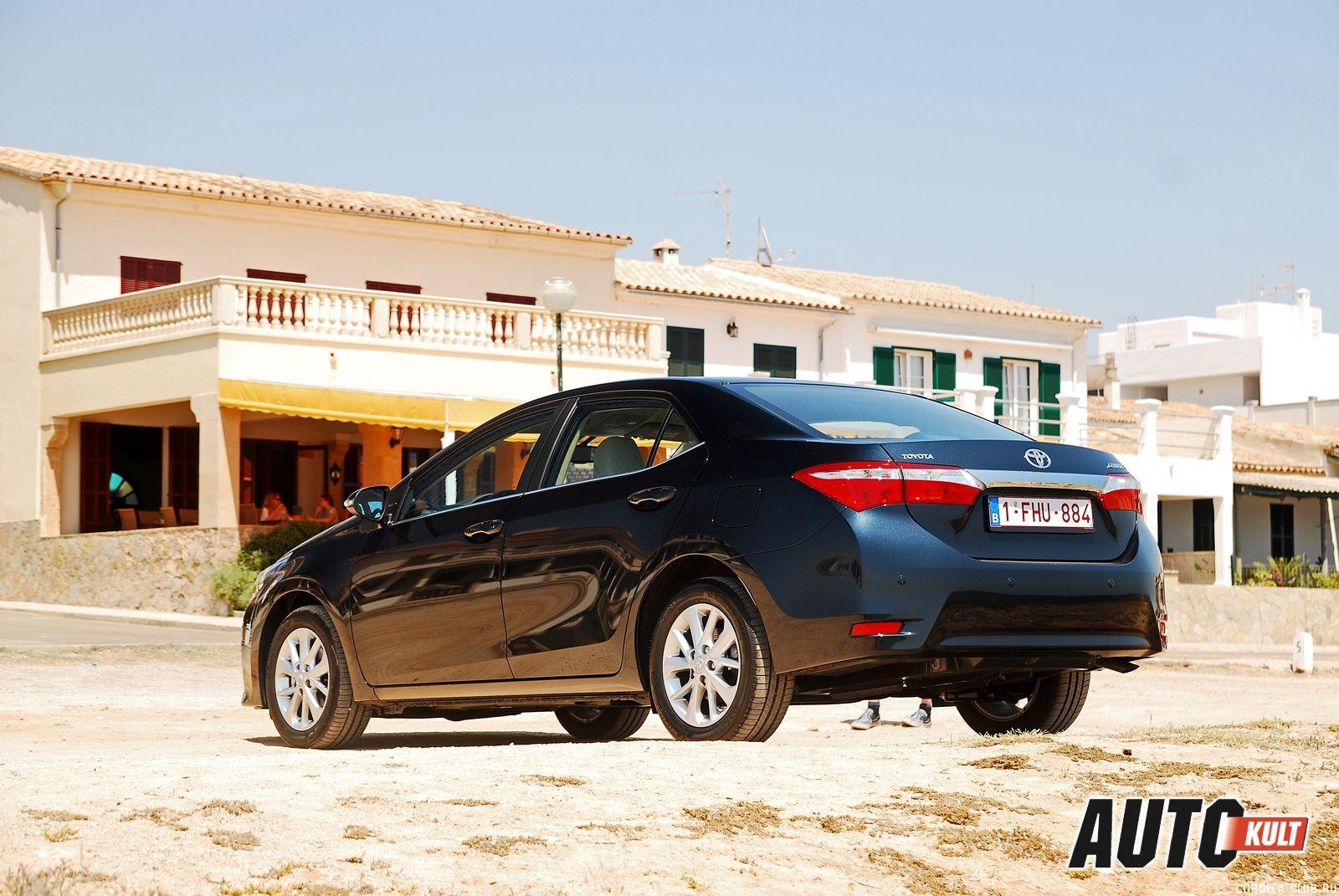 Фото новой Toyota Corolla цвет черный