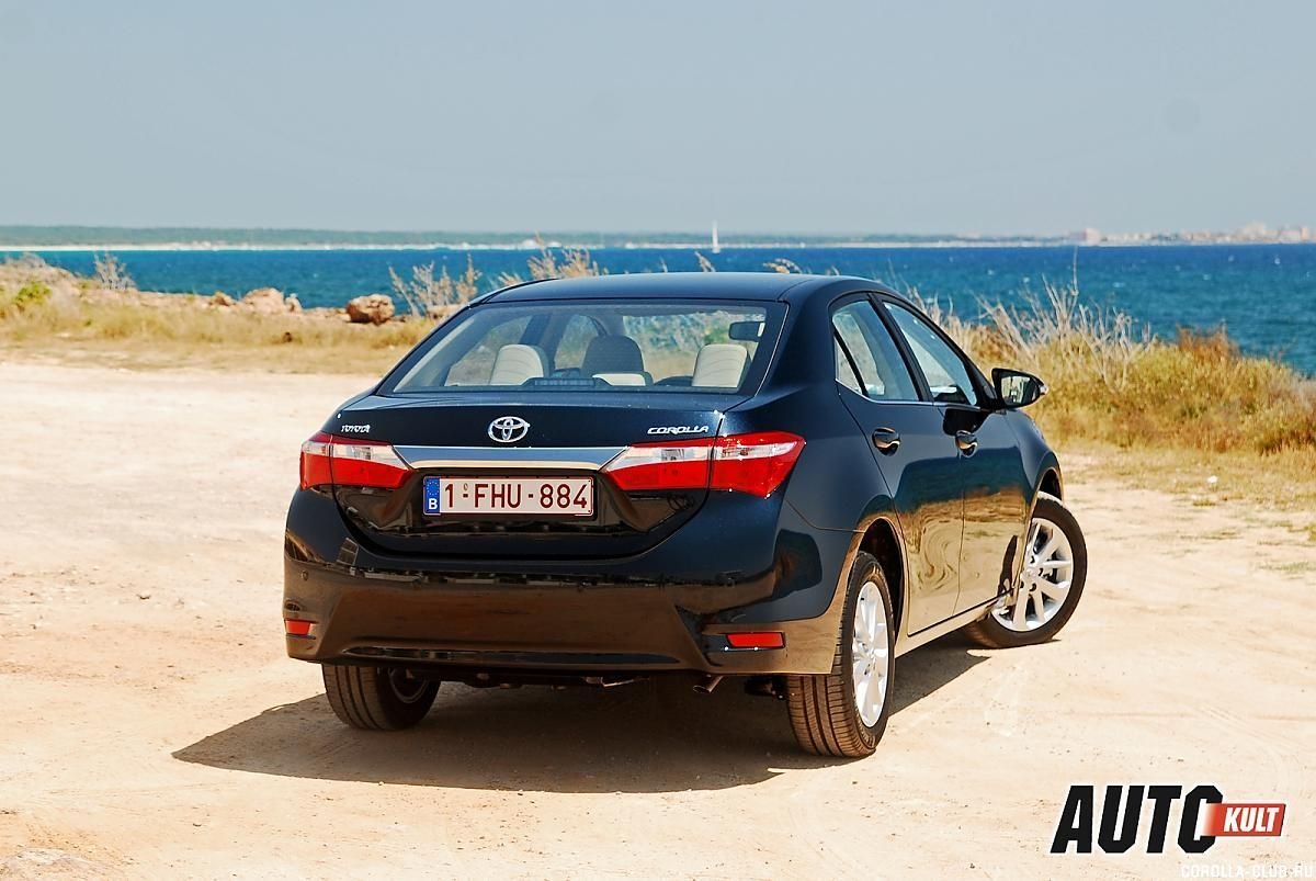 Toyota Corolla черная