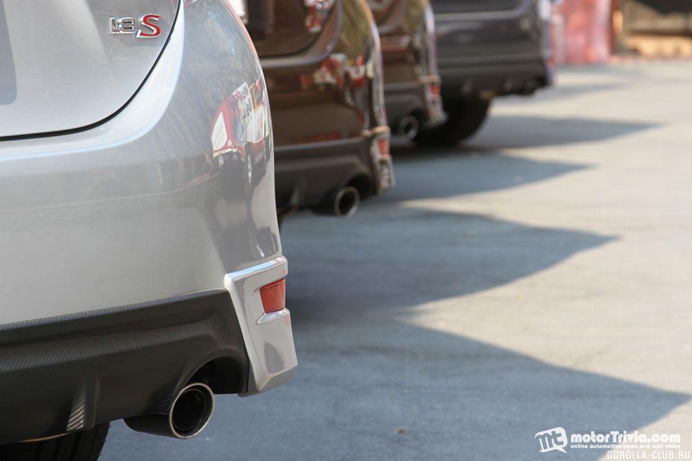 вид сзади Toyota Corolla ESport